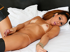 Tranny Bianca Hills loves to have a cock