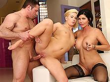 Sweet hottie babe Cindy Lou needing a huge cock
