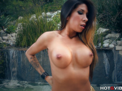 Astoundingly Hot Latin Cougar