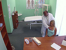Hot blonde Jenna gets banged by her doctor in the table to try his sperm to get pregnant
