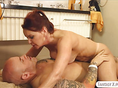 Mature spa masseuse fucked her client