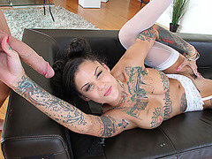 Sexy hot babe Bonnie Rotten wants to fuck