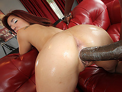 Horny chick Leah Cortez wants it big