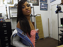 Ebony and sexy chick looking for a golf club gets Shawns club