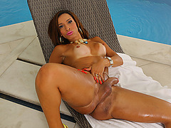 Tranny babe Gabrielli Bianco loves to stroke her meat