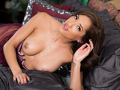 Pretty babe Chloe Amour gives in her pussy as payment