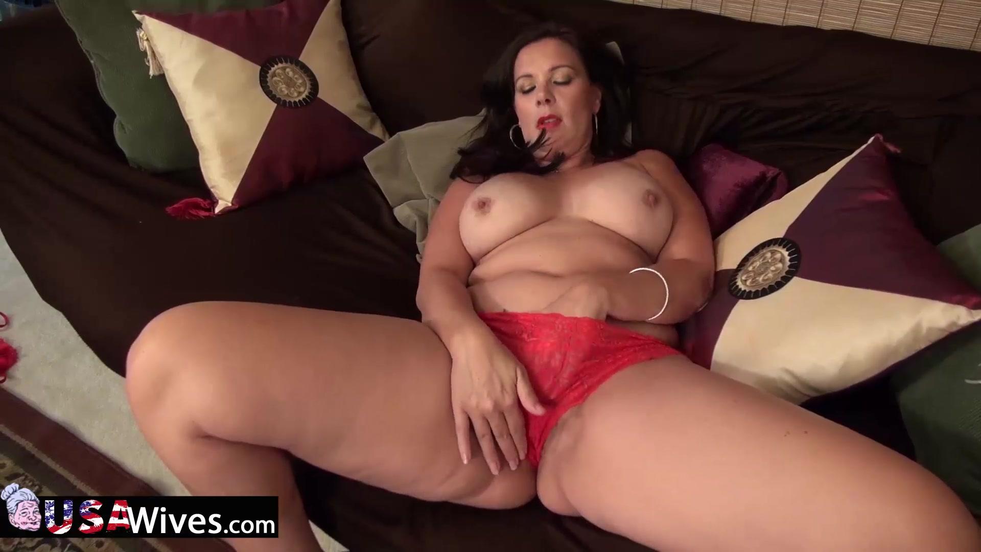 Mature lady dylan masturbating alone