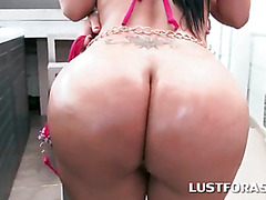 Big ass hookers posing and eating wet cunts