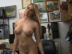 Slutty babe Skyla Novea trades blowjob as payment