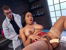 Ebony Dr. Jenna Foxx tried a new sex fuck machine