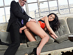 Gigantic cock doctor cures his patient by fucking her ass
