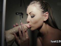 Wet Iwia dildoing her small cunt in shower