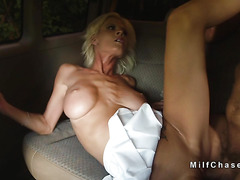 Dude fucks Milf buyer of his minivan