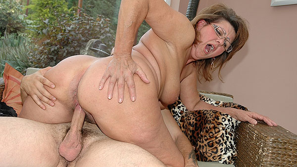 Hairy milf sex video