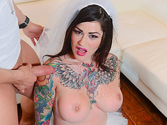 Ink babe gets fucked n cums on her tits