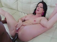 Sexy Jennifer White sucks Lexington Steeles huge cock and rides it
