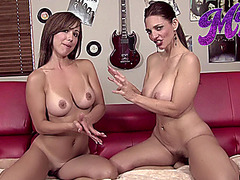 Pornstars Mindi and Elissa rub oil all over each other