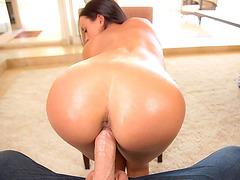 Tempting babe Rahyndee James rides dick