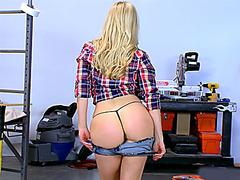 Big dick construction worker fucks hot ass blonde in the ass