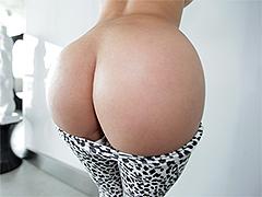 Big round ass Diamond Kitty