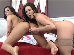 Super Hot MILFs live sex toys fuck scene on webcam show
