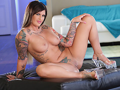 Tattooed big assed Payton Sinclaire sucks a huge black cock