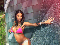 Squirting queen Bonnie Rotten gets wild and wet with Manuel