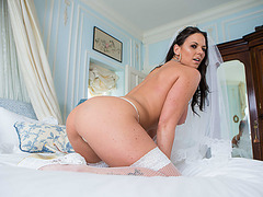 Simony Diamond is a horny bride fucks the hunk bestman